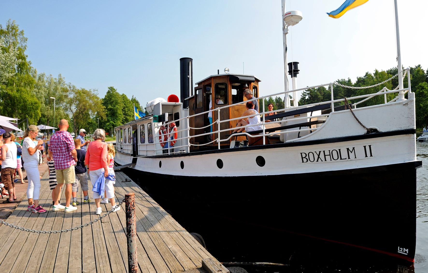 Ångbåten Boxholm II vid brygga.