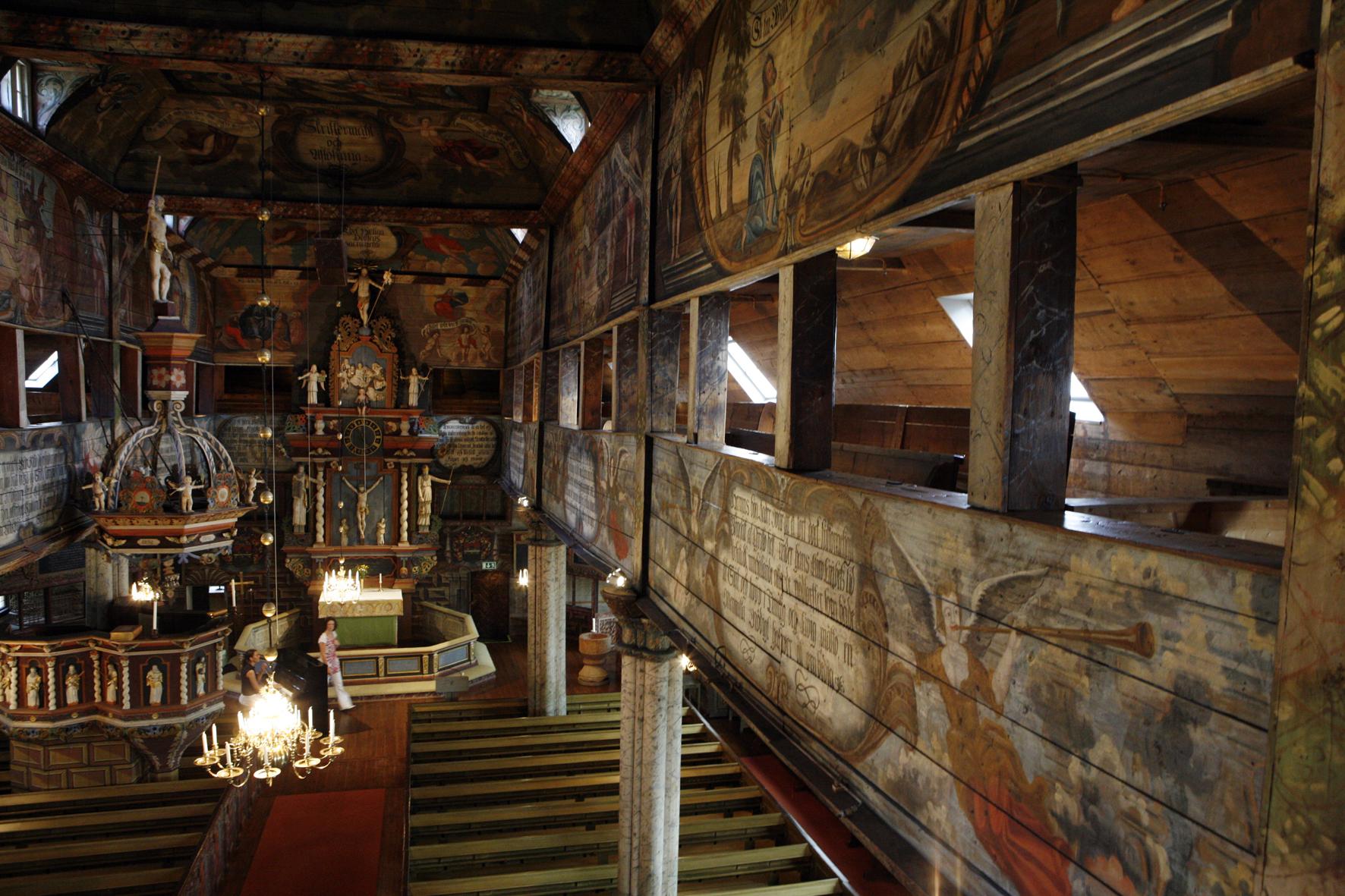 Habo kyrka från insidan med vackra detaljer