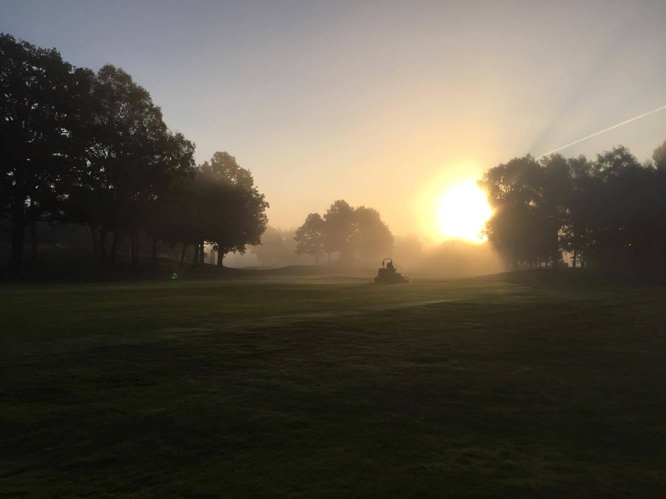 Oskarshamns golfbana i soluppgång