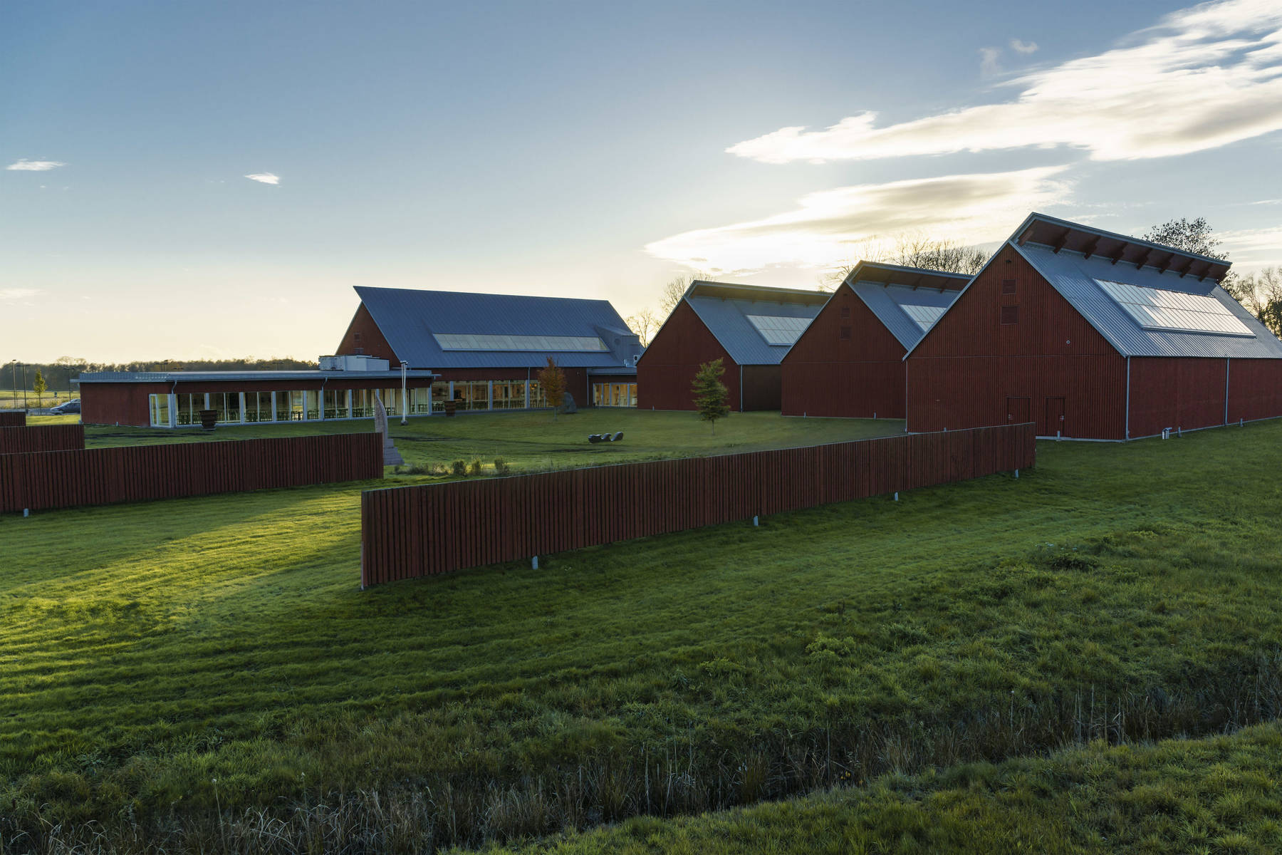 Renzo Pianos arkitektur med röda lador