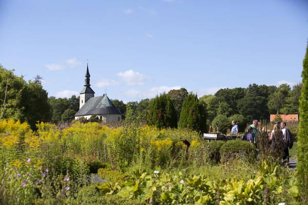 Kräutergarten bei der Brahekyrkan in Visingsborg auf der Insel Visingsö