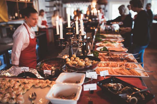 Weihnachtliches Buffet - Julbord - in Korrö in Småland