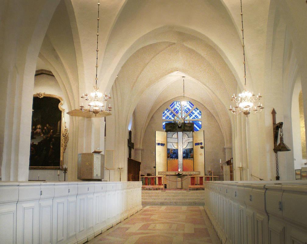 Altar aus Glas von Bertil Vallien im Dom von Växjö in Småland