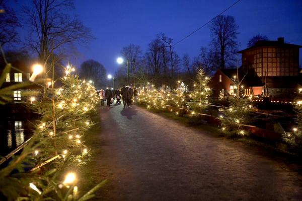 Den populära julmarknaden på Huseby