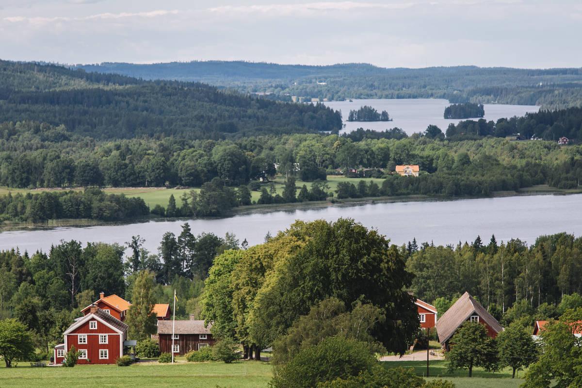 Seen, Wälder, Wiesen und Felder - der Blick vom Nykulla Aussichtsturm