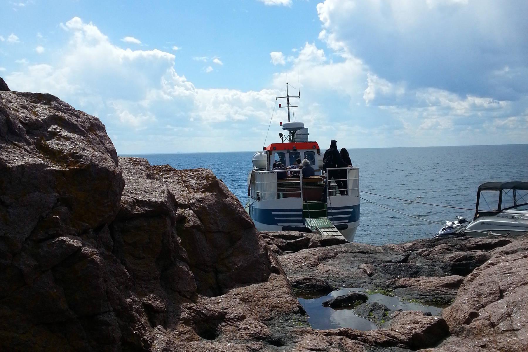 Mit dem Boot zur Insel Blå Jungfrun