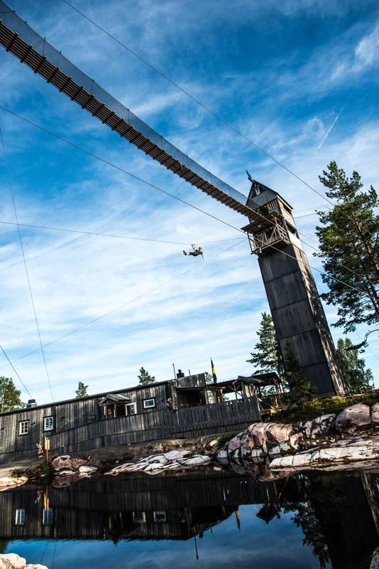 Mit 75 km/h an Nordeuropas längster Zipline über Smålands Wälder und Seen