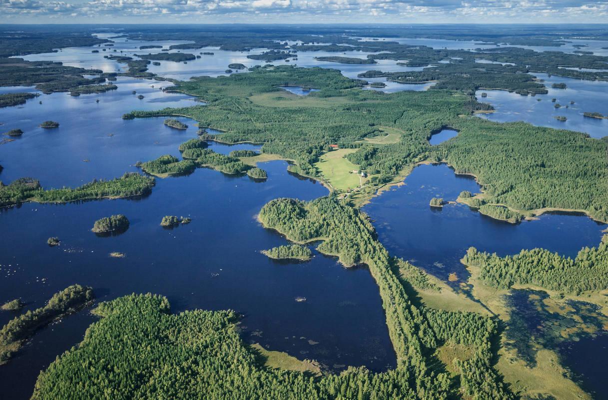 Der See Åsnen in Småland aus der Luft