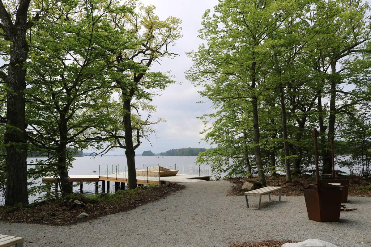 Steg und Grillplätze bei Sunnabron im Nationapark Åsnen in Småland in Schweden