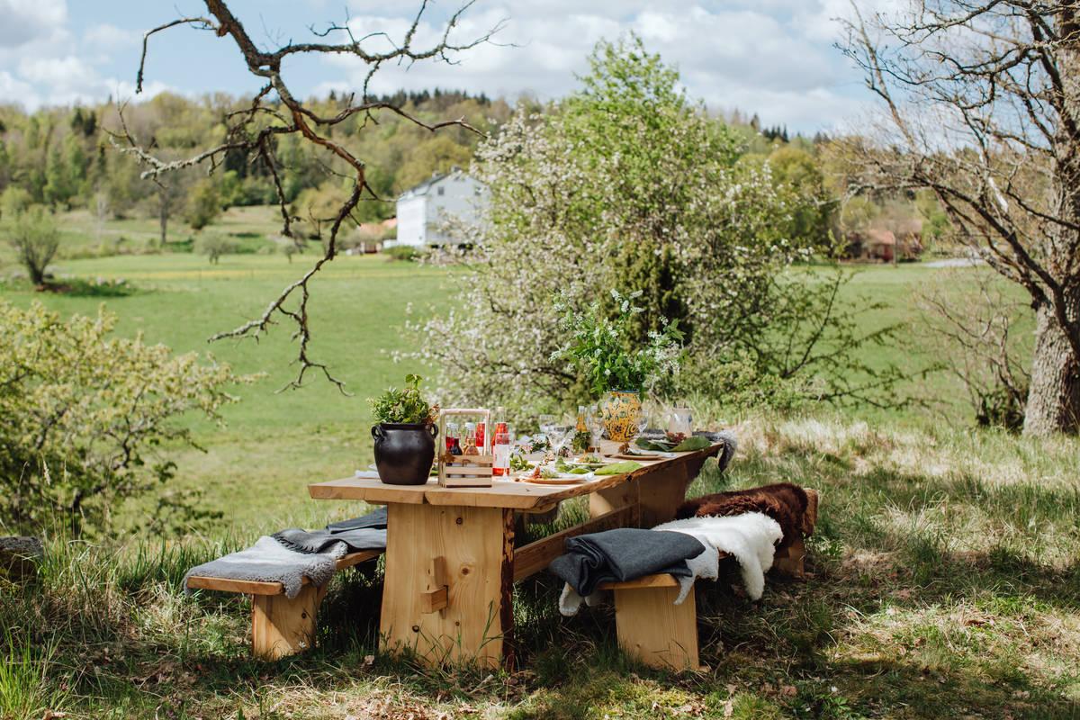 Gedeckter Tisch - outdoor bei Wallby Säteri