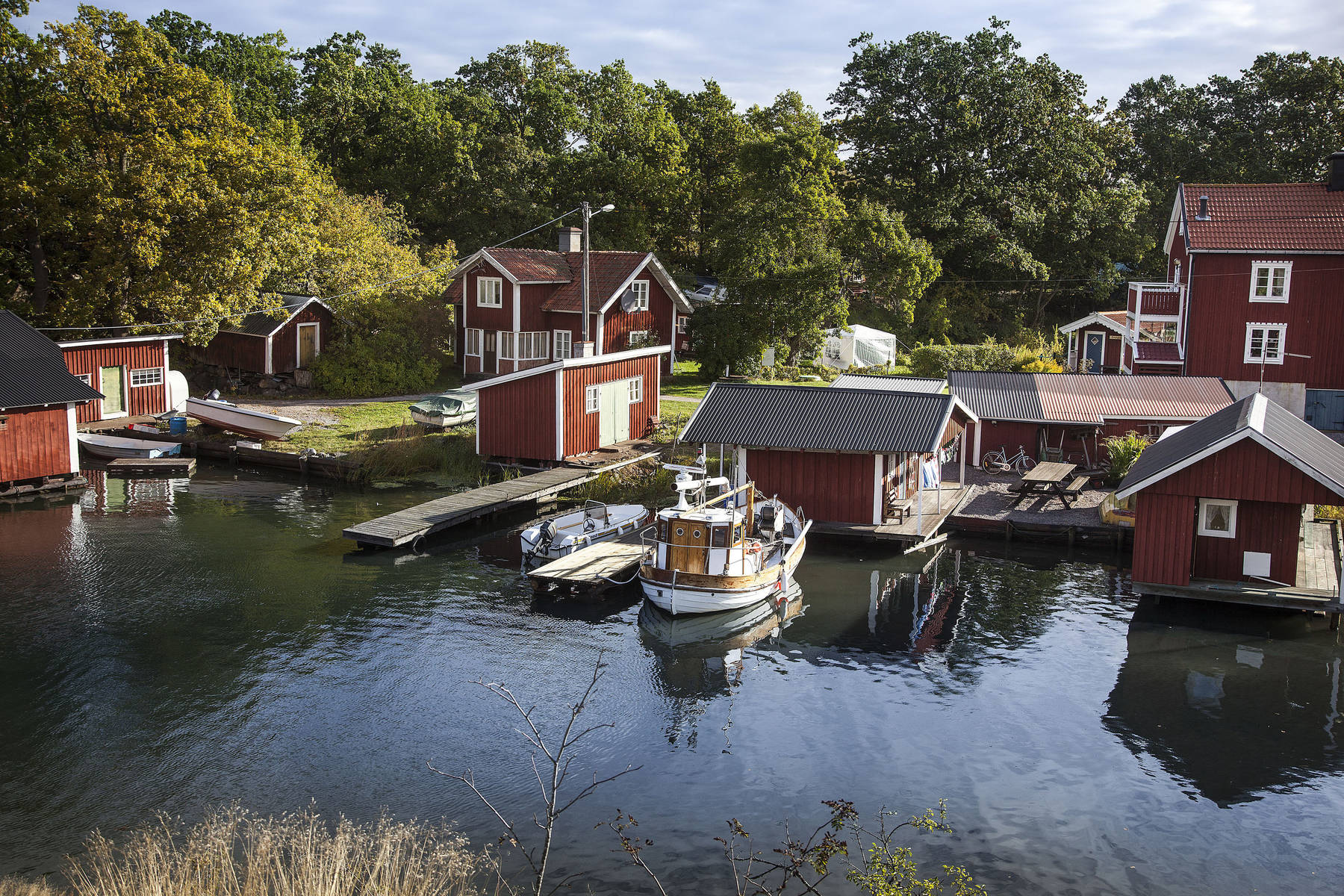 Red cottages in the archipelago