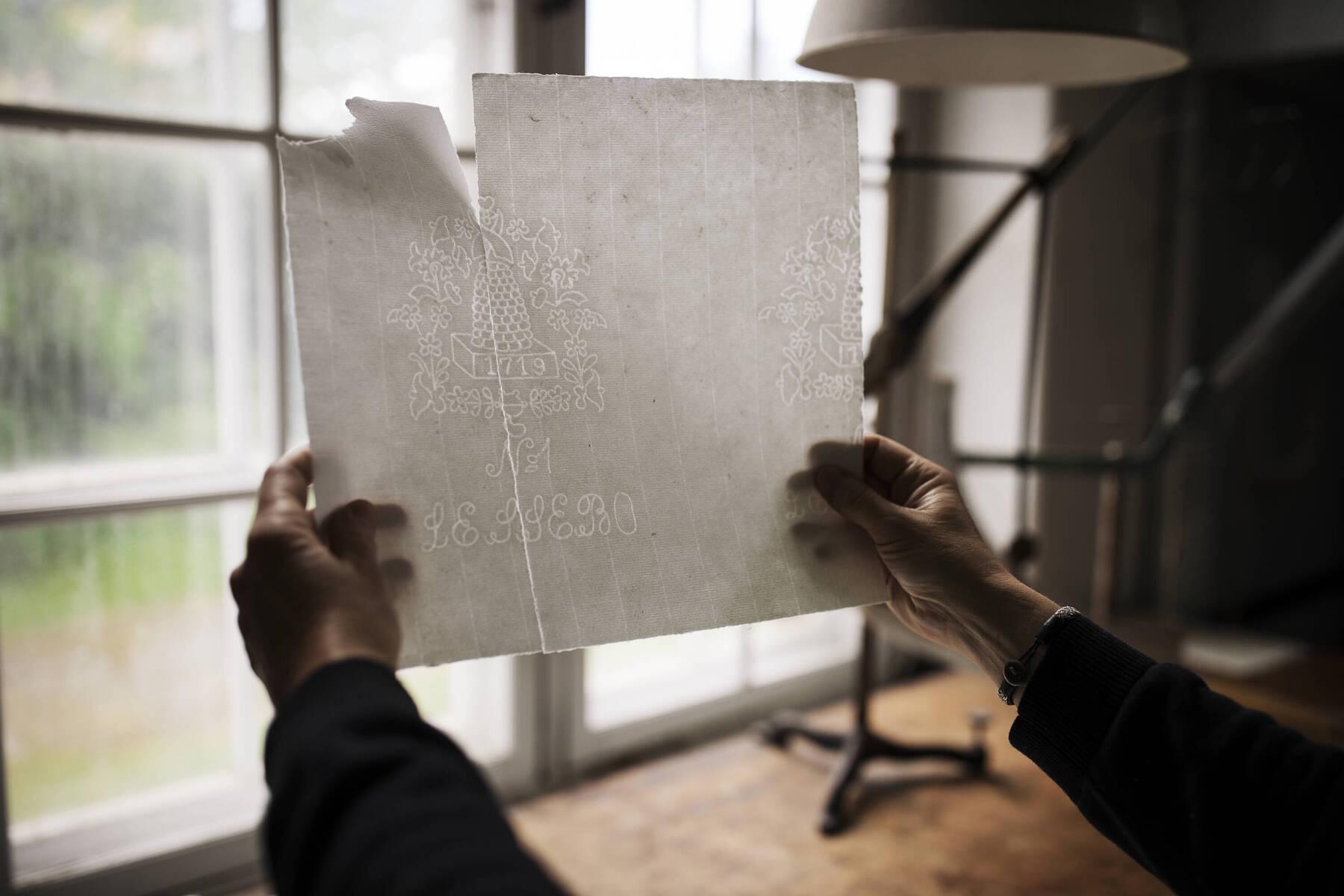 Handgjort papper på Lessebo handpappersbruk