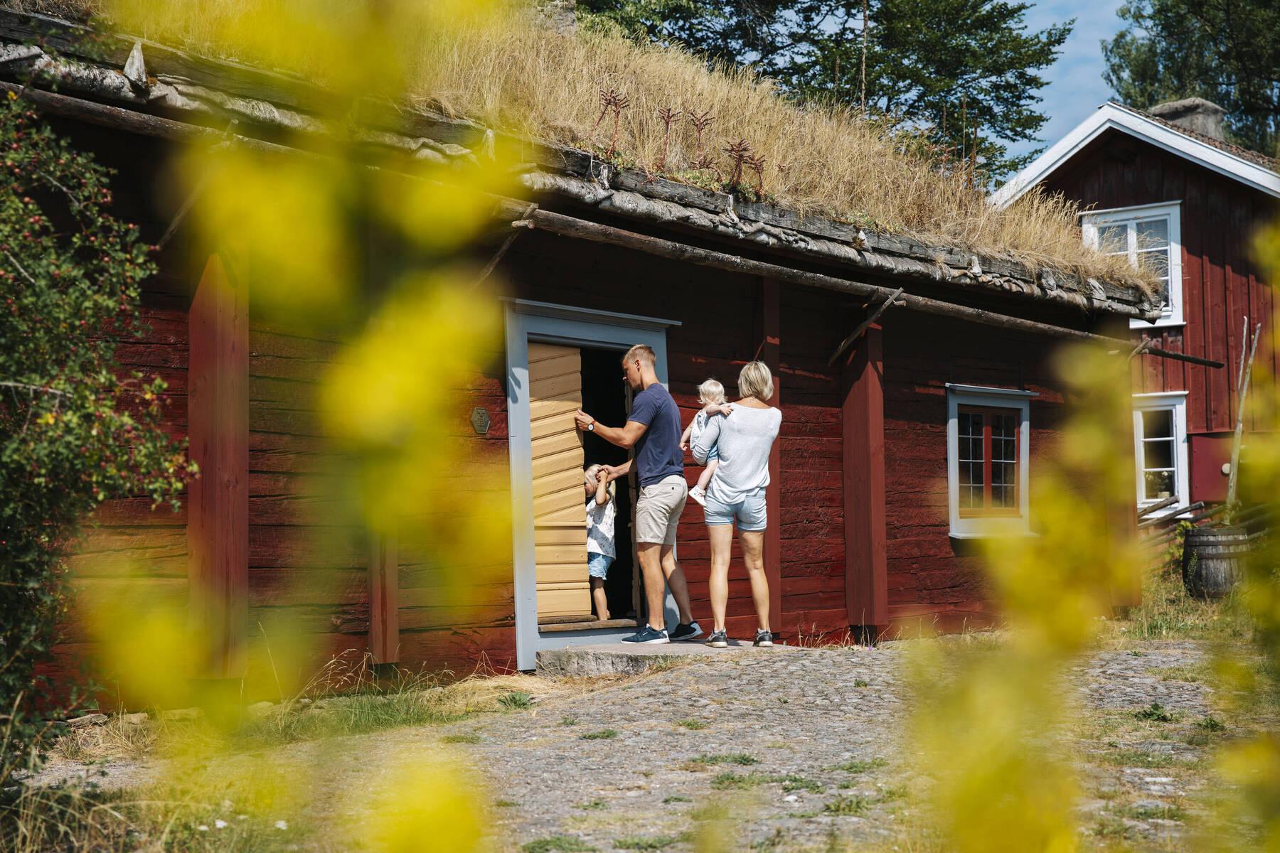Familj på Linnes Råshult