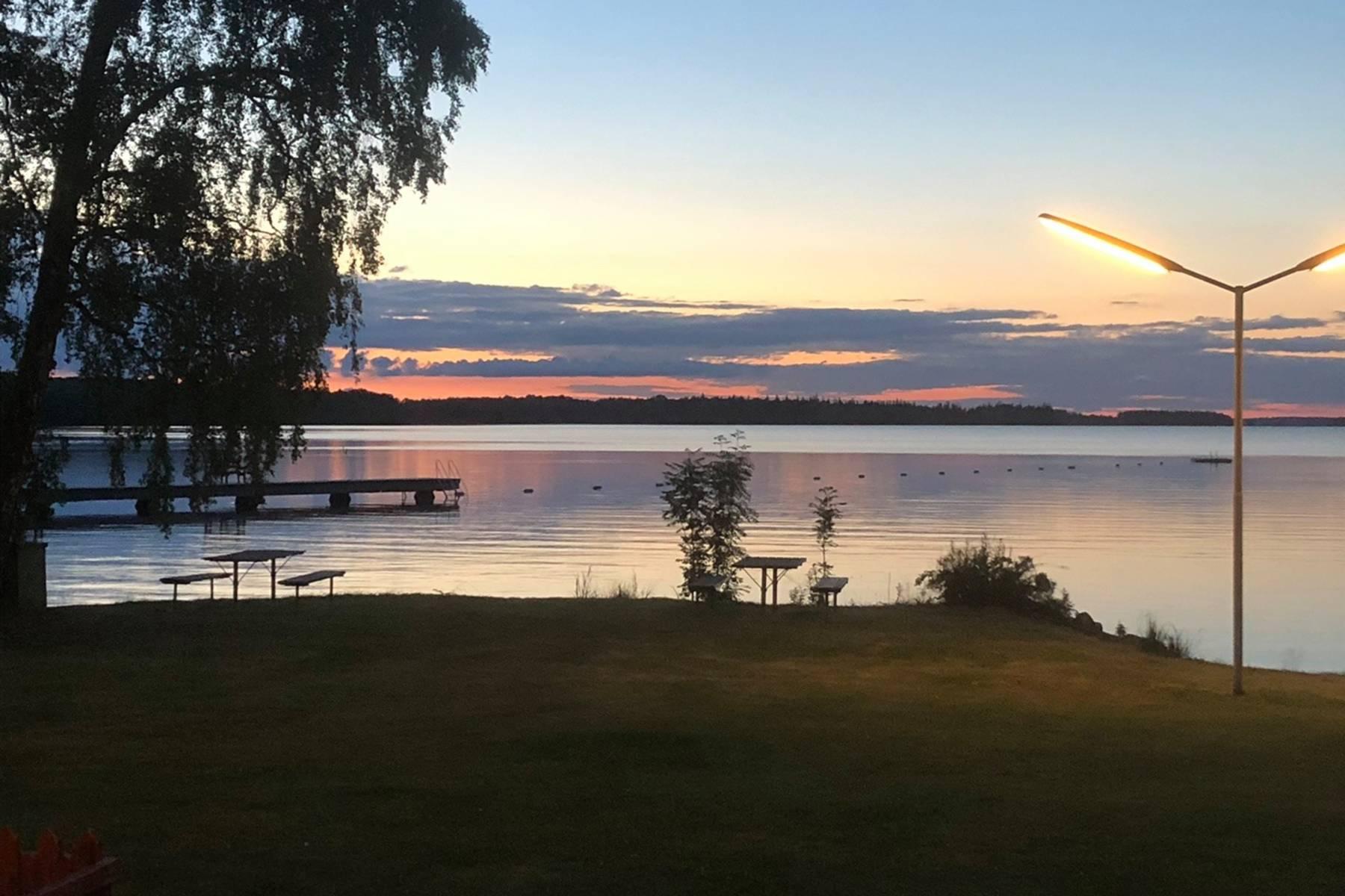 Kärrasand i solnedgång, vy över Åsnen