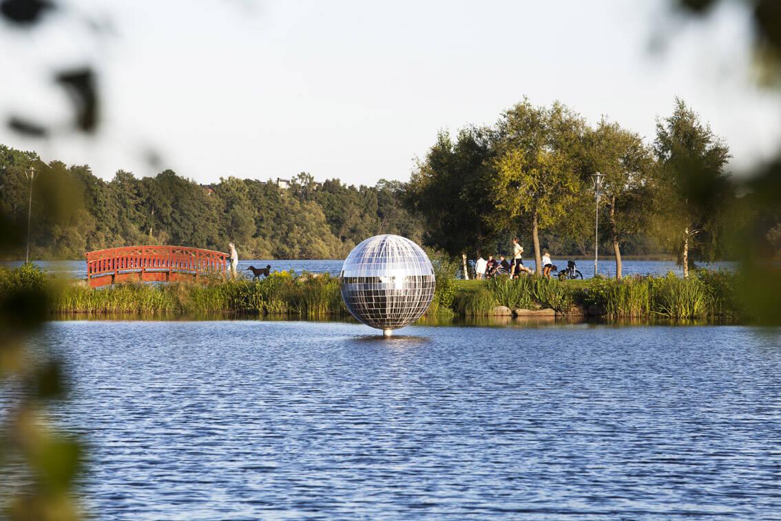 Spegelboll i Växjösjön