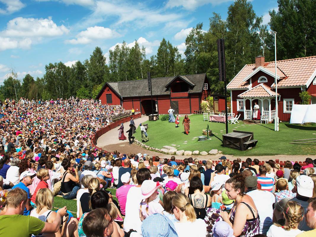 Emil i Lönneberga som teater på Astrid Lindgrens Värld