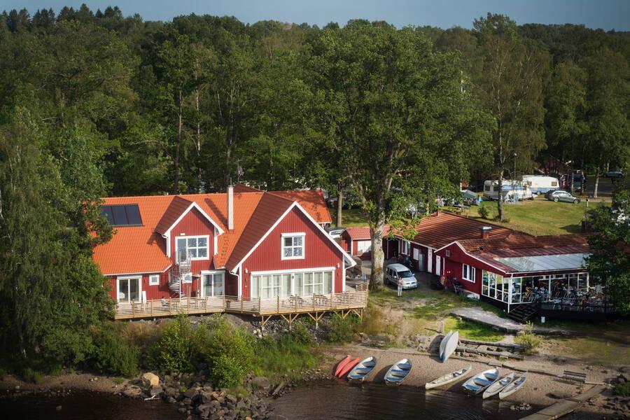 Sjöstugans camping i Älmhult med kanoter, hotell och restaurang.