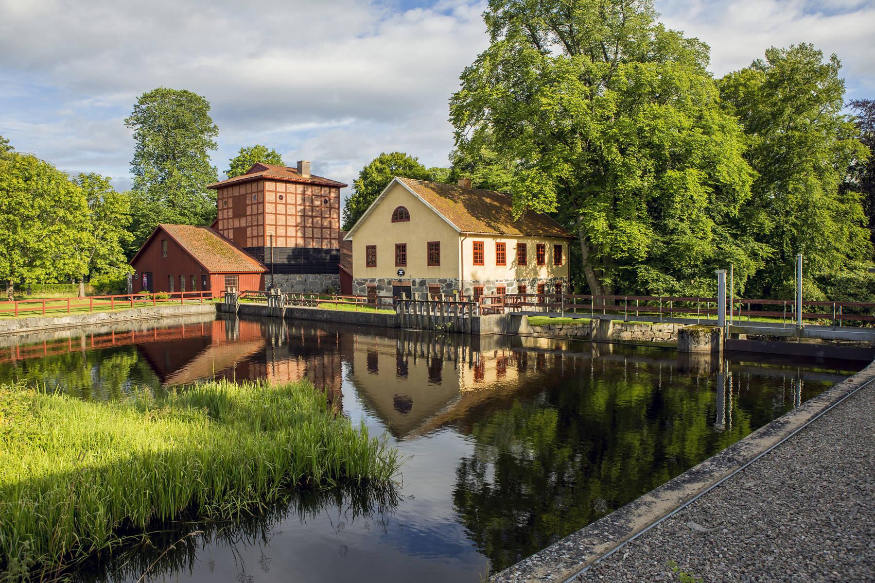 Historiska Huseby med bevarande levande miljöer