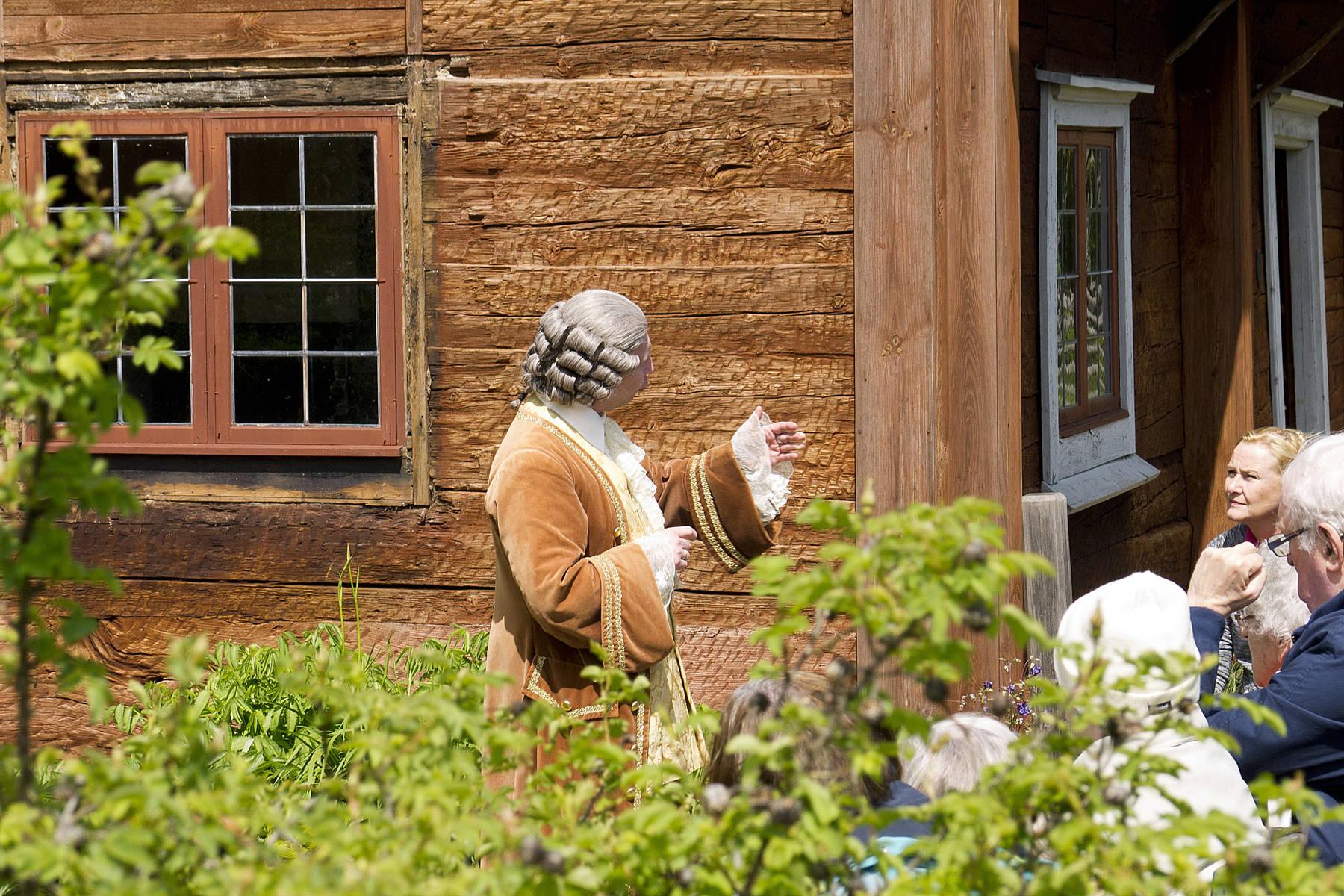 Bli guidad genom Linnés Råshults historia