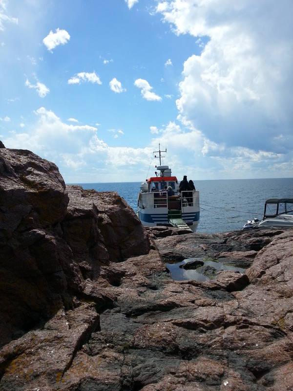 Båt vid Blå jungfruns strand