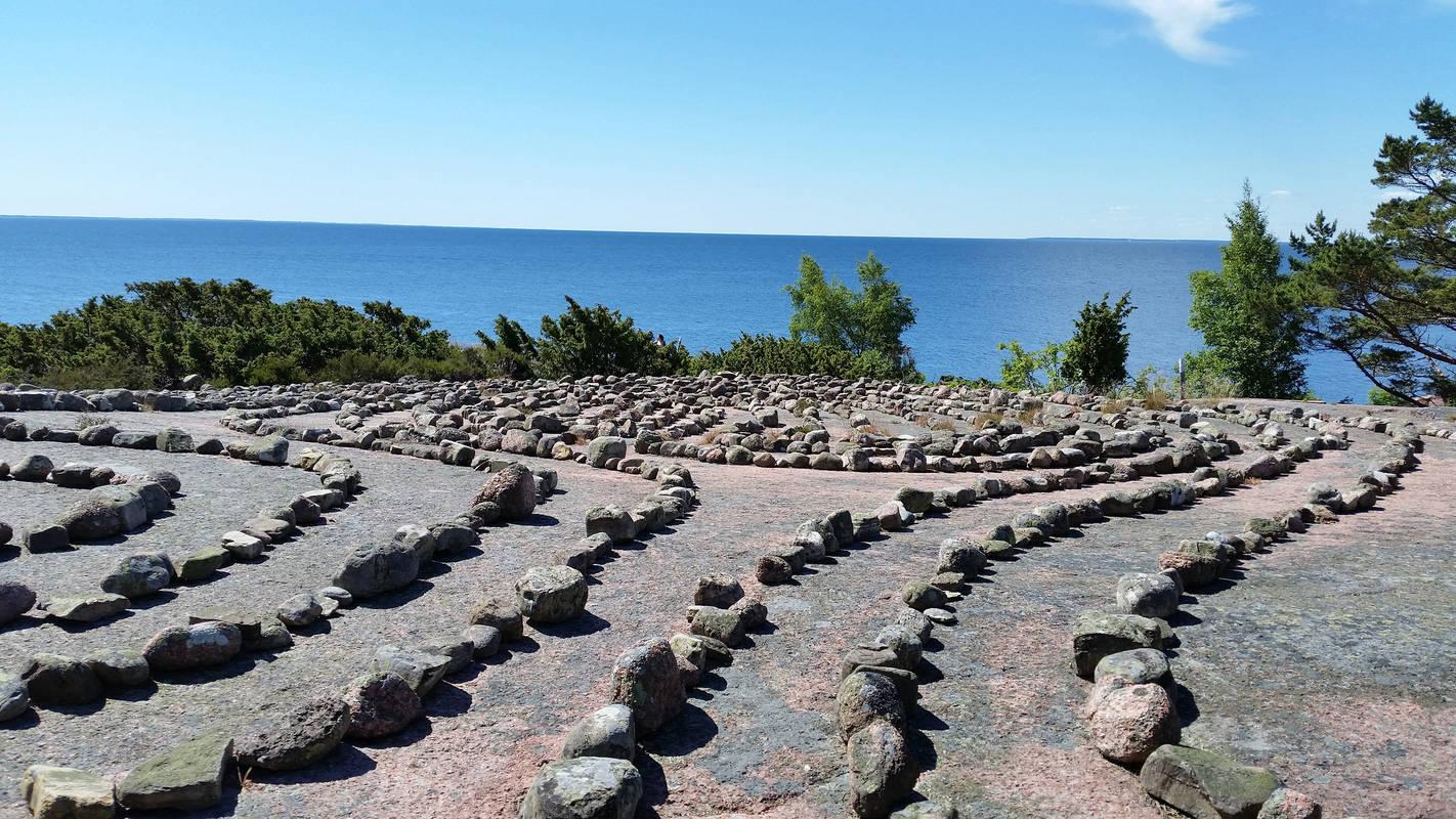 Stenar på klippa