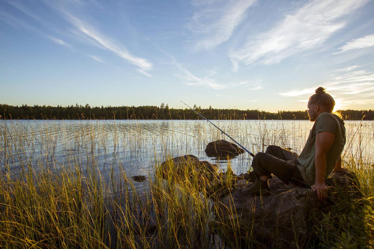 Fiske i solnedgång