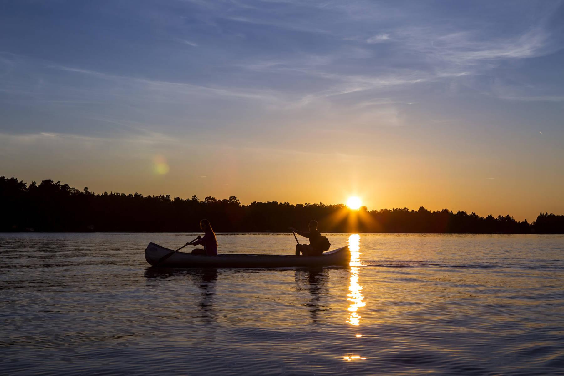 Solnedgång längs Helge å och Möckeln.