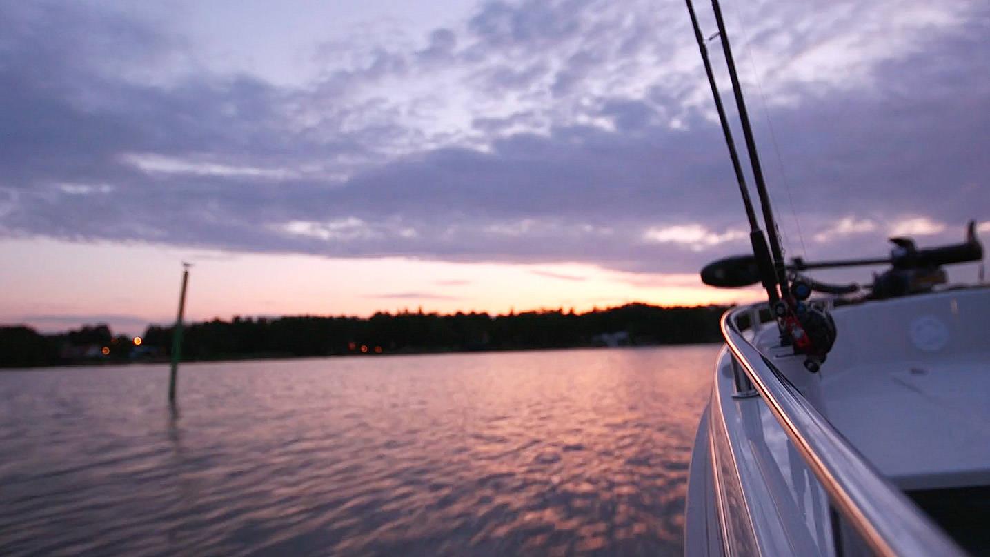 Fiskebåt i solnedgång, västerviks skärgård