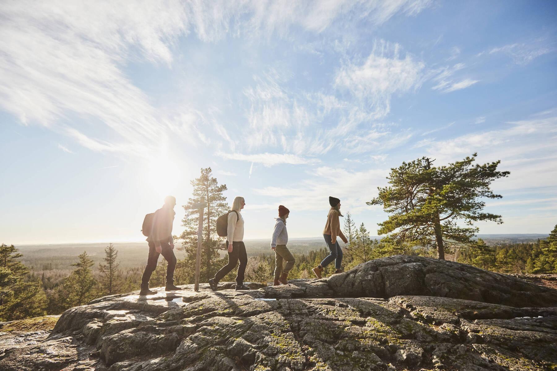 familj vandrar på Skuruhatt i Eksjö, Småland